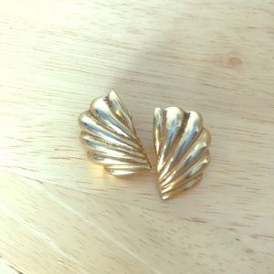 Jewelry - VINTAGE Gold Fan Motif Earrings